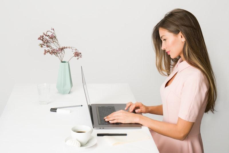 Mädchen aus dem Internet anschreiben